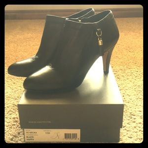NIB Vince Camuto black leather shooties size 10